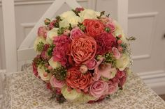 Guľatá ružová svadobná kytica z anglických ruží a voňavých frézií Floral Wreath, Wreaths, Home Decor, Floral Crown, Decoration Home, Door Wreaths, Room Decor, Deco Mesh Wreaths, Home Interior Design