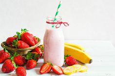 Fuzija banane i jagoda u obliku smoothija je napitak koji morate probati. A, upravo ovo proljetno doba je pravo vrijeme za to. Sastojci za smoothie: cca. 10 jagoda (oprane, očišćene od peteljki, i razrezane na polovice) 1 banana (oguljena i izrezana na kolutiće) 1 grčki tip jogurta (možete umjesto grčkog jogurta koristiti voćni od vanilije  …  Continue reading →