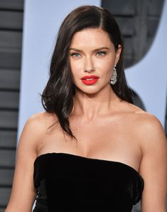 38 Must-See Hair and Makeup Looks from the 2018 Oscars Afterparties Adriana Lima Hair, Adriana Lima Young, Adriana Lima Style, Adriana Lima Makeup, Isabeli Fontana, Alessandra Ambrosio, Brunette Beauty, Hair Beauty, Makeup Looks 2018