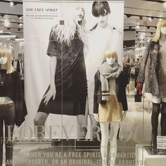 Vitrine de hoje!🆕 Stylist : @allfelipe , SIGAM!💛 #visual #merchandising #visualmerchandising #visualmerchandiser #visualmerchandisingideas #VM #VMI #ideas #inspiration #fashion #runway #retail  #display #windows #desing #windowdisplay #layout #stylist #styling #forever21 #forever21brasil #forever21br #f21 #f21xme #eddy #eddygirl #moda #modafeminina #shoppingrecife