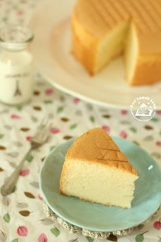 As promised in my earlier pure vanilla chiffon cake post that I will share with you of baking a chiffon using a normal cake pan that has. Asian Desserts, Just Desserts, Delicious Desserts, Dessert Recipes, Asian Snacks, Japanese Desserts, Orange Sponge Cake, Vanilla Sponge Cake, Vanilla Cake