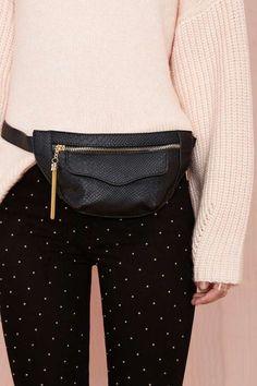 Belt bag inspiration. Shop it at www.sophia.pt