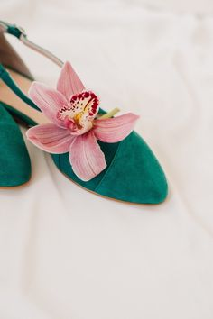 Wedding shoes emerald wedding shoes bridal ballet flats low | Etsy White Wedding Shoes, Wedding Flats, Bridal Flats, Emerald Green Dresses, Star Shoes, Silver Flats, How To Make Shoes, Green Shoes, Shoe Brands