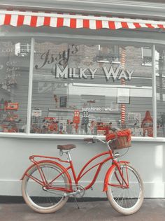 Where is this place? Looks like some fun treats available here. - Womens Bicycle - Ideas of Womens Bicycle - Where is this place? Looks like some fun treats available here. Retro Bicycle, Old Bicycle, Bicycle Art, Bicycle Design, Bicycle Basket, Bicycle Women, Beach Cruiser Bikes, Cruiser Bicycle, Bedroom Decor