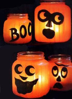 decorazioni di Halloween riciclando barattoli.