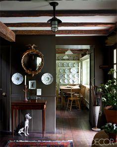 A convex mirror in a foyer. A convex mirror in a foyer. Elle Decor, Home Design, Design Design, Sweet Home, Modern Country Style, Home Decoracion, Convex Mirror, Ornate Mirror, Dark Walls