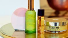 Beauty oils are everywhere, but they're also a bit baffling. Here's everything you want to know about beauty oil - no they won't make you greasy! Oil Jobs, Electronic Technician, Skin Care Treatments, Wash Your Face, Face Oil, Collagen, Beauty Hacks, Beauty Tips, Cleanser