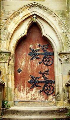 Lansdowne Parish Church - Glasgow, Scotland~what a door, can you imagine that would be your front door. Knobs And Knockers, Door Knobs, Door Handles, Cool Doors, Unique Doors, Portal, Porte Cochere, Entry Doors, Entrance