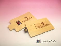 Pendrive Wood Card - By Gabriela Borges
