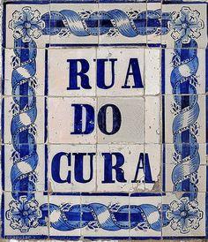 Madragoa, Lisbonne. Portuguese Culture, Portuguese Tiles, Tile Art, Mosaic Tiles, Bagdad, Antique Tiles, Iron Work, Blue Nile, Script