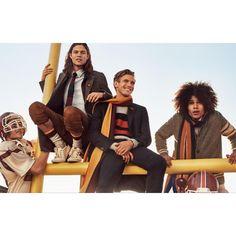 Zu den männlichen Models der Kampagne gehören unter anderem die gerade schwer erfolgreichen Newcomer Miles McMillan (lange dunkle Haare) und RJ King (blond, Mitte)