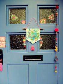 Hej Ihr Lieben,   vor Jahren dekorierte ich unsere Haustür und diese Deko war nun stark ausgeblichen.   Und es war mir auch nach Ab...