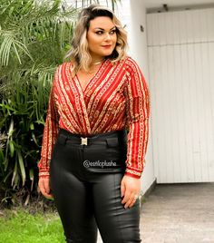 Este posibil ca imaginea să conţină: 1 persoană, stând în picioare Leather Pants, Plus Size, Instagram, Fashion, Photos, Leather Jogger Pants, Moda, Fashion Styles, Fasion