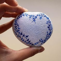 Bom dia amores! #love #grateful #decor #handmade #paintedstones #ink #decoration #makersmovement