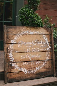 wooden pallet wedding sign | diy wedding decor | calligraphy wedding details | #weddingchicks
