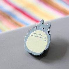 Totoro Brooch design 1 Ghibli Movies, Totoro, Cufflinks, Projects To Try, Geek Stuff, Brooch, Gifts, Stuff To Buy, Gift Ideas
