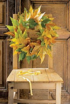 QUE BUENO ES VIVIR!! Leaf Crafts, Fall Crafts, Autumn Decorating, Decorating Ideas, Craft Ideas, Little Corner, Autumn Scenery, Autumn Wreaths, Christmas Wreaths