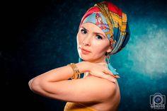 женский портрет, макияж, платок