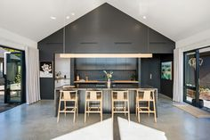 House Design, Interior, Interior Design And Construction, Shed Homes, Hamptons Style Homes, House Inspo, Sleek Kitchen, New Homes, Bathroom Interior
