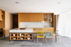 HALF CUPBOARD IN FRONT FOR 'WALL' TO DINING, CANTILEVER BENCH WITH 2 STOOLS ON ISLAND