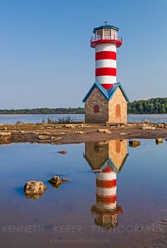 Grafton Lighthouse in Illinois is a monument lighthouse to commemorate the the Great Flood of 1993 in which the Mississippi River nearly washed away the town.