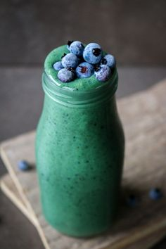 Blueberry and spirulina smoothie