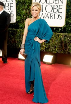 Julie Bowen picked a turquoise dress and complementary accessories.