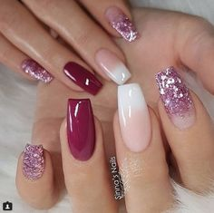 REPOST - Wine Red French Fade and glitter on long square nails - Pic - Fingernägel design - Nageldesign Glitter Gradient Nails, Gradient Nail Design, Acrylic Nails, Nails Design, Red Glitter, Coffin Nails Ombre, Gold Nail, Sparkle Nails, Glitter Nail Art