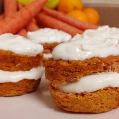 FLOURLESS HEALTHY CARROT CAKE! 1 carrot 1 banana 6 T almond milk 4 T almond flour Dash of baking powder  Bake 15 min at 350°