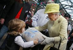 Queen joins Prince George for first birthday party - Yahoo News
