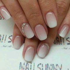 Prachtige nagels past perfect bij ivoor kleuren