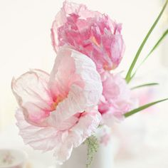 In love with these Paper Flower Peonies. Tissue paper flowers can look so realistic, and these show that. Love these as summer wedding flowers.