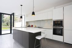 Grey and white kitchen island extension grey kitchen island dark grey kitchen cabinets with white island Dark Grey Kitchen Cabinets, Handleless Kitchen, Grey Kitchen Island, Gray And White Kitchen, Grey Kitchens, Modern Kitchens, Modern Cabinets, Contemporary Kitchen Design, New Kitchen