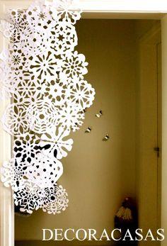 Como fazer flocos de neve de papel para decorar sua casa : Flávia Ferrari mostra os moldes, o passo a passo detalhado e sugestões variadas de decoração de Natal econômicas