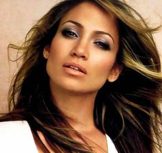 Celebrity Makeup Tips: What's in Jennifer Lopez's makeup bag?