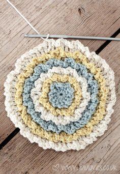 Free pattern for Round Ruffle Cushion @ Lulu Loves