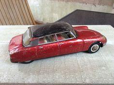 Citroën DS19 série cadet Joustra jouet ancien en tôle, rouge/noir Car, Antique Toys, Automobile, Cars, Autos