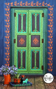 Painter in Residence, Janice Issitt repurposed a dark wooden Victorian door, using lots of bright colours from the Chalk Paint® palette to make a bold Bohemian statement.