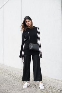 Fashion Blogger in schwarz-weißem Sneaker Outfit!