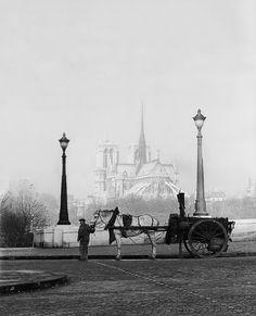 the tarring machine, 1947-1948. pont de la tournelle (4th arr.). [original] -   © rené-jacques, from paris. portrait of a city.