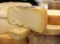 A quick tour of Tuscan cheeses.