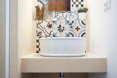Prigetto di un mini bagno tra resina e cementine: come curare estetica e funzione in meno di 4 mq. In collaborazione con Ceramica Fioranese