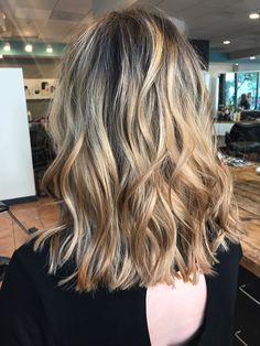 Blonde balayage lob with dark roots 💪🏼