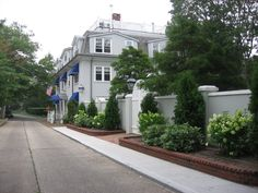 Southampton, New York, USA Apartment For Sale - Gracious Pied A Terre  - IREL is the World Wide Leader in USA Real Estate