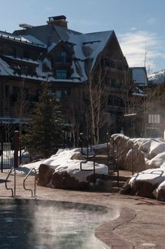 The Grand Lodge on Peak 7 is perfectly positioned so that you can enjoy the benefits of ski-in/ski-out luxury lodging and easy access to the town of Breckenridge via the BreckConnect Gondola.