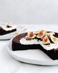 Flourless Olive Oil Chocolate Cake - Yoga of Cooking Chocolate Olive Oil Cake, Cake Chocolate, Baking With Olive Oil, Light Cakes, Eat Pretty, Flourless Chocolate Cakes, Coconut Whipped Cream, Healthy Deserts, Love Food