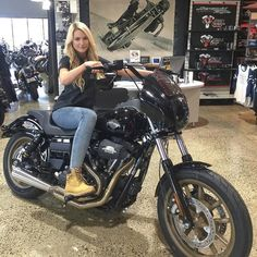 Harley Davidson Bike Pics is where you will find the best bike pics of Harley Davidson bikes from around the world. Classic Harley Davidson, Harley Davidson Chopper, Harley Davidson Motorcycles, Victory Motorcycles, Lady Biker, Biker Girl, Dyna Club Style, Harley Dyna, Biker Chick