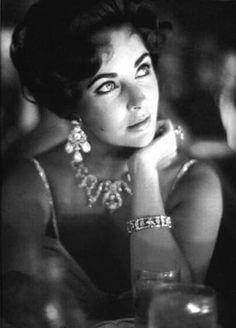 Elizabeth Taylor classic beauty glamorous jewelry