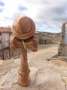 This kendama has been hand-turned with Olive WoodNote* The grain of olive wood are not equal, the kendama photo does not represent that it is to be sent.