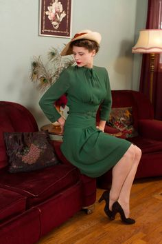 Vintage 1930s Dress - Fantastic Later 30s Green Rayon Crepe Dress with…